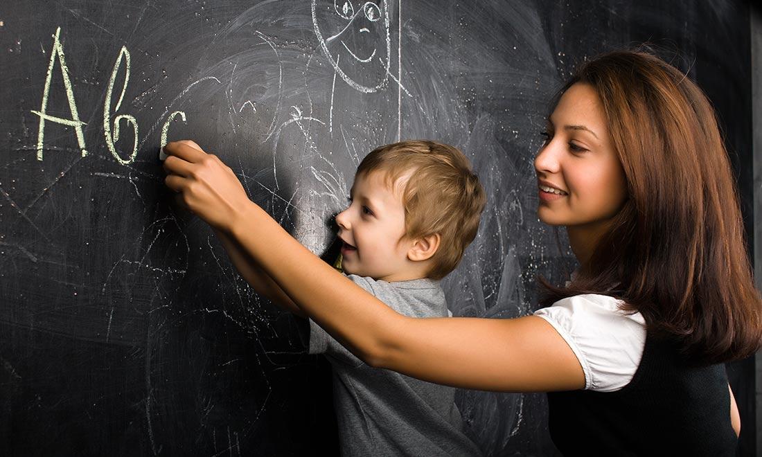 El método TET fue creado en el año 1980 como respuesta a la necesidad de contar con un método eficaz que permitiera enseñar la lengua inglesa a niños y bebés. Hasta entonces, los educadores enseñaban a los pequeños con métodos poco apropiados que en muchos casos resultaban incomprensibles y por tanto, ineficaces.